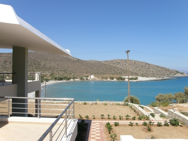 Luxurious, adaptable beachside property with pool near Aghios Nikolaos