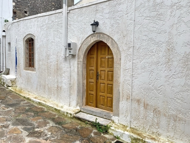 An old stone furnished house for sale in Vrahasi