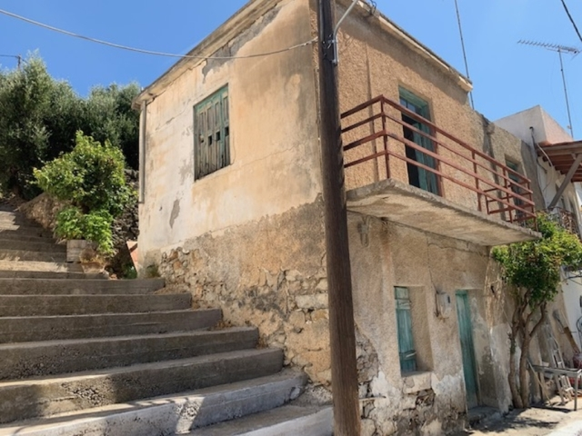 An old house for sale in the area Sfaka of Sitia
