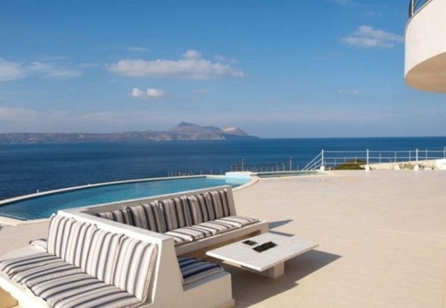 Seafront villa of 390m2 for sale in Apokoronas Chania