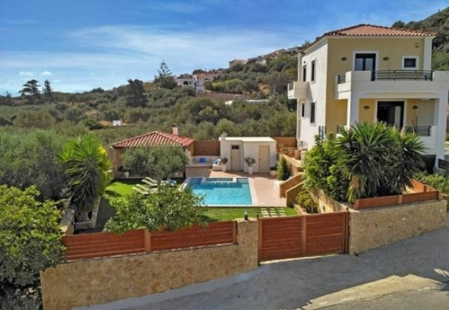 Villa of 170m2 for sale in Platanias, Chania