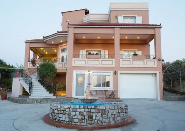 Luxury villa of 400m2 for sale in Kalyves Chania