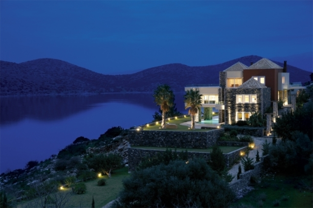 Luxurious villa of 740m2 for rent in Elounda