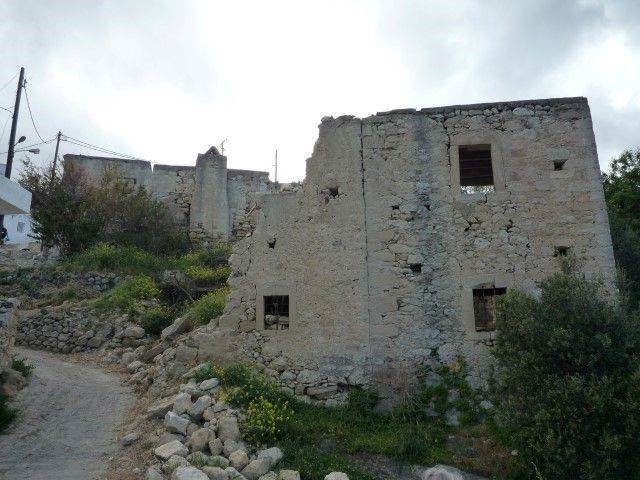 Old stone house and land are for sale close to Sitia