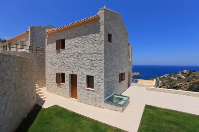 Luxury villa for sale close to the town of Heraklion