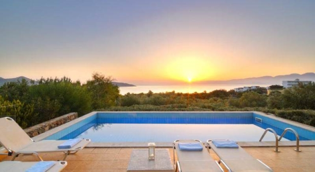 Beautiful 5 bedroom Cretan villa for rent with pool and sea view in Elounda