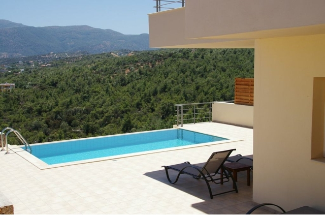 Villa of 94m2 with pool and sea view for rent near Aghios Nikolaos