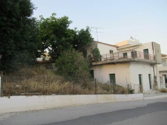 Traditional 160,80m2 two-storey house for sale in the village of Galia, Heraklion