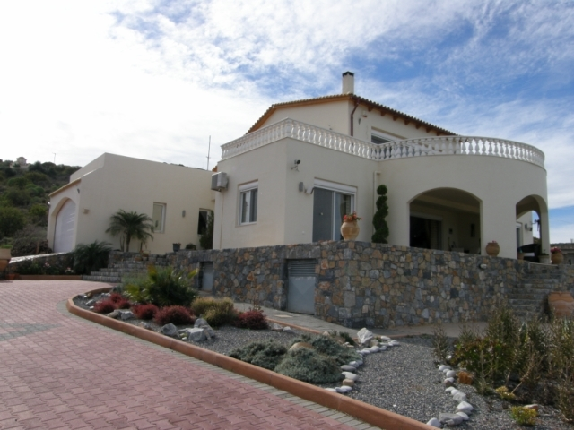 Impressive Cretan 3 bed villa for sale with pool and sea view in Milatos
