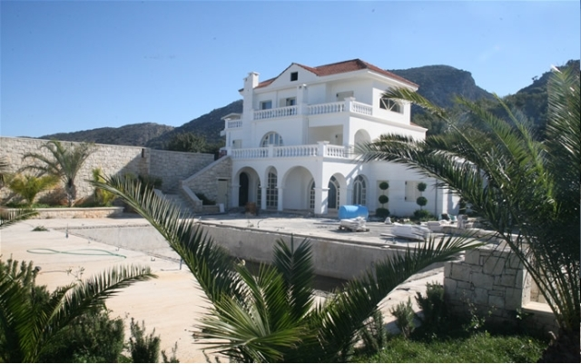 Crete villa  for sale with a Helipad and pools