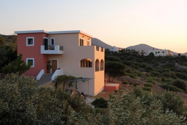 Detached house for sale with views to Mirabello Bay