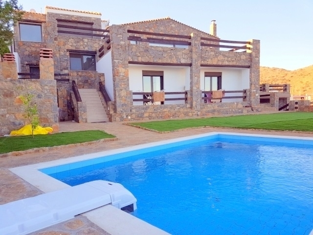 Immaculate 4 bed villa plus guest apartment in Crete for sale