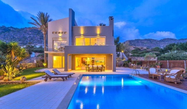 Seaside villa with private beach near to Ierapetra