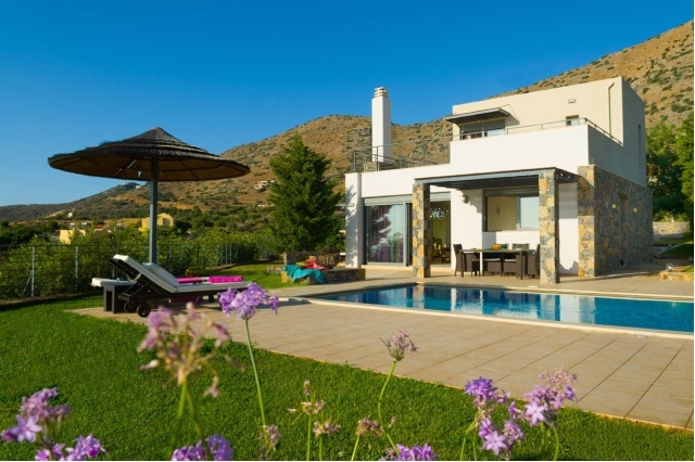 Wonderful 3 bed Crete Stone villa with pool and view for rent in Elounda
